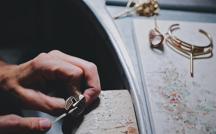 Lavorazione artigianale anello uomo