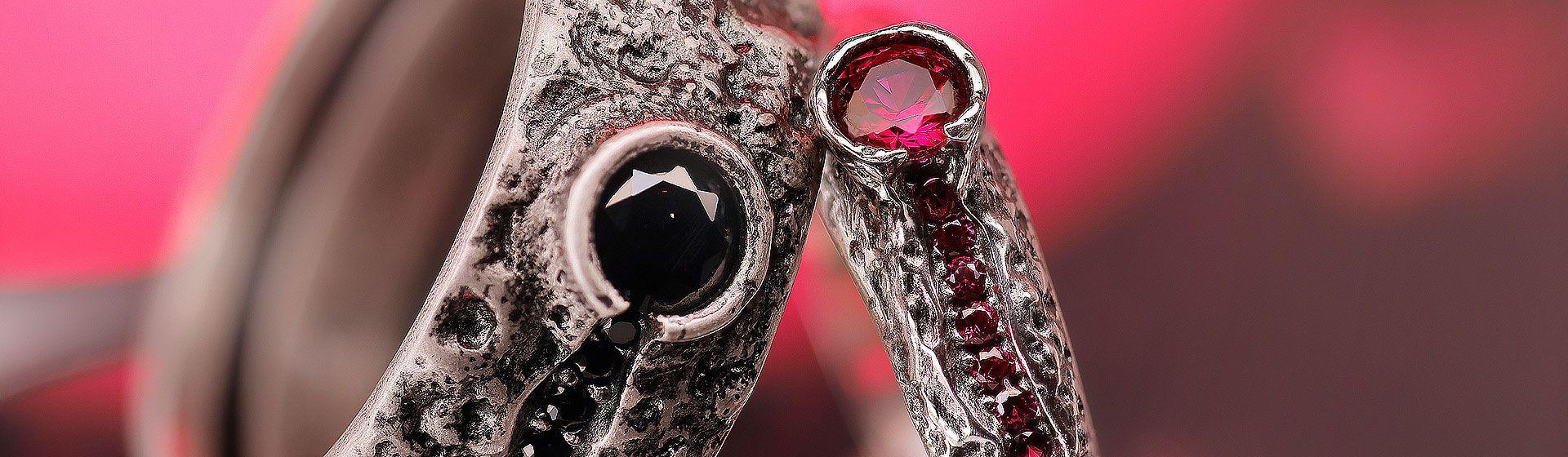 Particolare anello uomo e donna collezione vulcano ellius argento